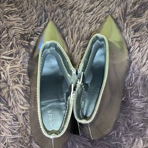 Forever 21 Shoes - NWT Silver booties 🛸